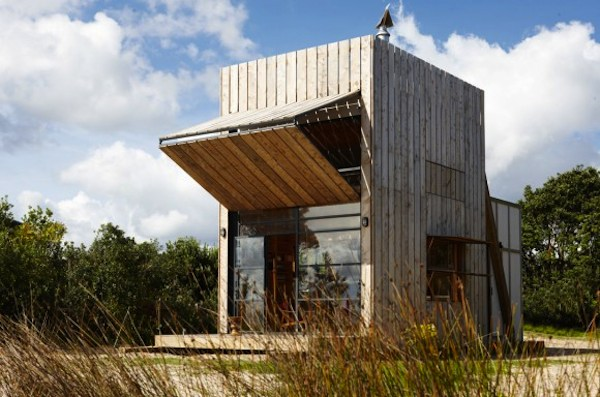 small-modern-beach-house-withstands-anything